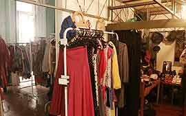 [Moda] Hoje em dia no mundo da moda não se fala de outra coisa a não ser do rápido crescimento dos brechós. A sociedade brasileira tem mudado o seu conceito depois de ver vários artistas comprando em brechós.