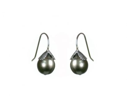 Buy this piece Back E96/W12    Oxidised sterling silver earrings with textured top and Tahitian pearl drop. http://www.mounir.co.uk/collections/pearl_gems/4698_tahitian_pearl_earrings