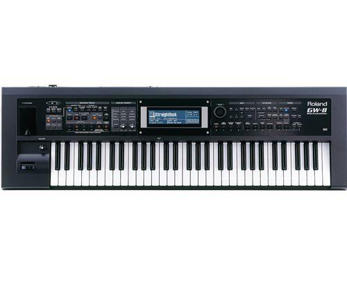 Đàn Organ Roland GW-8 kết nối trực tiếp với bộ nhớ USB, cho phép bạn phát trực tiếp những bài hát, điệu …với định dạng MP3, WAV, AIFF và SMF . Đối với phần Karaoke, GW-8 sẽ lưu lại tất cả những gì mà bạn đã chơi trên cây đàn (bao gồm cả tiếng hát) thành một định dạng tùy bạn chọn.