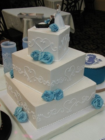 little blue accents (at first I thought that was a UNC groom's cake next to it and was superimpressed)