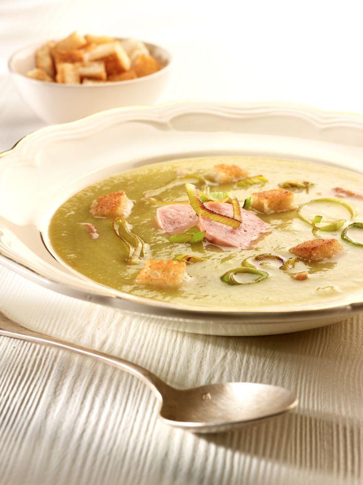 Erwtensoep met rookvlees en croutons http://njam.tv/recepten/erwtensoep-met-rookvlees-en-croutons
