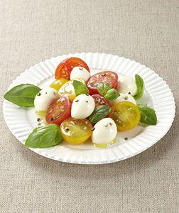 チェリーモッツァレラとミニトマトで簡単かわいいおつまみのでき上がり!!プラス1品のおかずにもおすすめです!見た目もかわいく、鮮やか。食卓がパッと鮮やかになりますよ♪ - 53件のもぐもぐ - チェリーモッツァレラとミニトマトのサラダ by タカナシ乳業