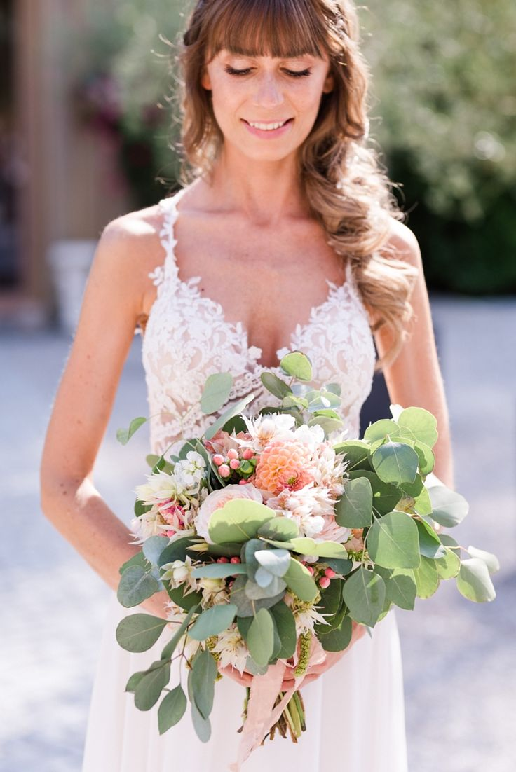 Brautstrauß mit Dahlien, Eukalyptus in Pink und Aprikose   – Brautstrauß