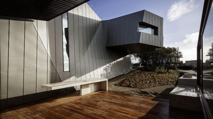 Страна кривых зеркал: причудливая Fairhaven Residence от John Wardle Architects на берегу океана, штат Виктория, Австралия