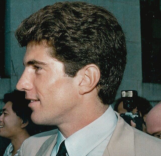 """John F. Kennedy Jr. (@johnfitzgeraldkennedyjr) en Instagram: """"When asked if it's tough being the son of a former president, John said, """"It's complicated and it…"""""""
