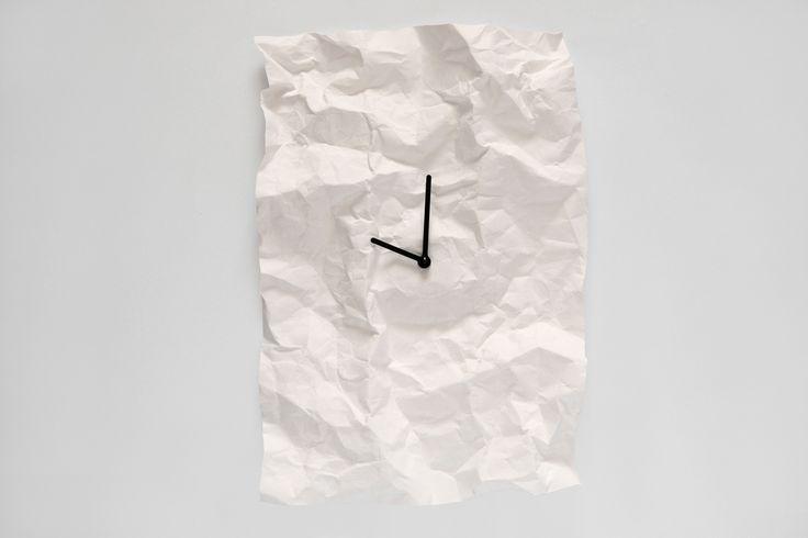 NEW TIME // wall clock / white / design: Veronika Szalai / photo: Péter Magyar