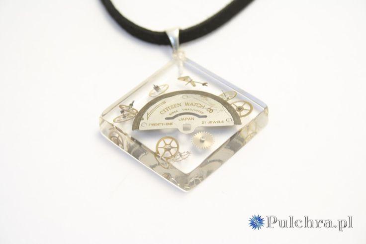 Naszyjnik w stylu steampunk z kwadratową zawieszką z żywicy z trybikami zegarowymi