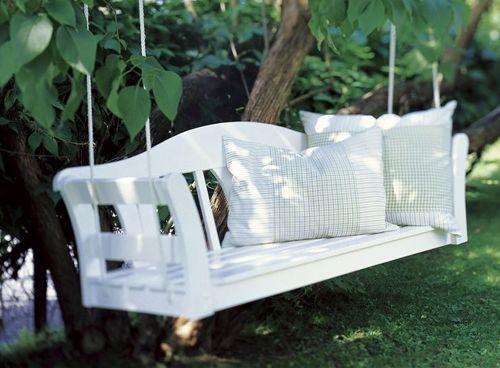 IKEA hack, hanging benchHanging Benches, Gardens Swings, Modern Gardens Design, Trees Swings, Porches Swings, Diy Projects, Sweets Paul, Gardens Benches, Hanging Gardens
