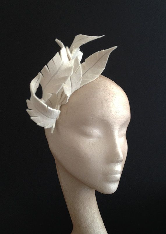 Ivory Felt Feather Headpiece por CoutureHatsbyBeth