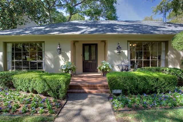 I love almost everything about this ranch style home! It's a little too big, but I love the layout and the garage in the back!