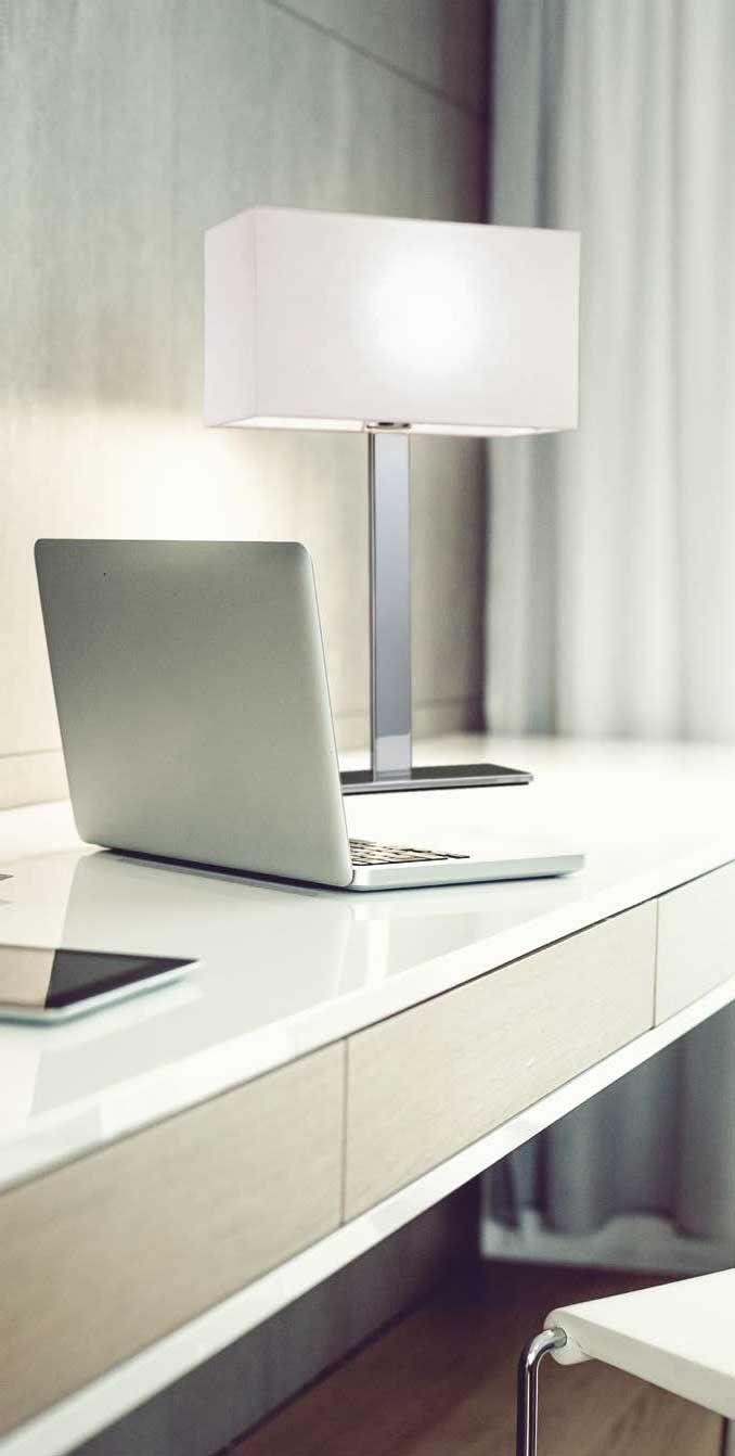 Επιτραπέζιο φωτιστικό-πορτατίφ-λαμπατέρ με βάση νίκελ ματ, καπέλο εκρού από πλαστικοποιημένο ύφασμα (PVC). BALTIMORE Collection της Viokef. ---------------------------- Table lamp/light/luminaire with nickel-matte base, shade made of plasticized fabric (PVC). #tablesetting #table #tablelamp #tabledecor #tabletop #housetrends #keepitsimple #decoration #homedecor