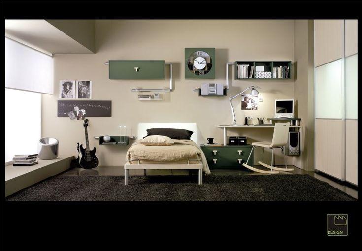 En esta habitación hay una cama, una alfombra, un armario y estanterías. También hay un escritorio con una silla y un ordenador. Es una habitación muy luminosa y acogedora, Las paredes son blancas, y en esta habitaciòn podemos dormir