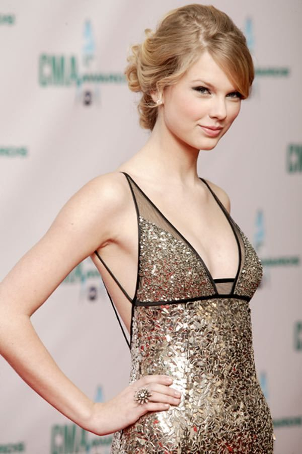 Photos of Taylor Swift, one of the hottest girls in entertainment. T-Swizzle fans will also enjoy these TMI facts about Taylor Swift's sex life and cute pictures of young Taylor Swift.Taylor Swift is the sweet and wholesome American singer-songwriter best known for her inoffensive brand of cr...