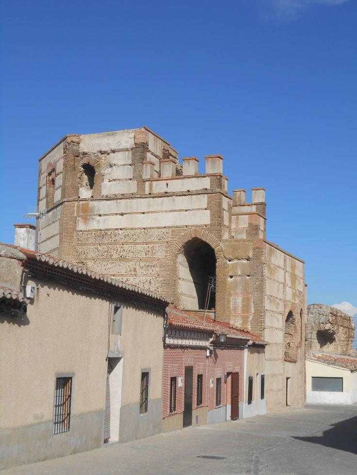 La Puerta de Medina desde la Ronda de San Nicolás.