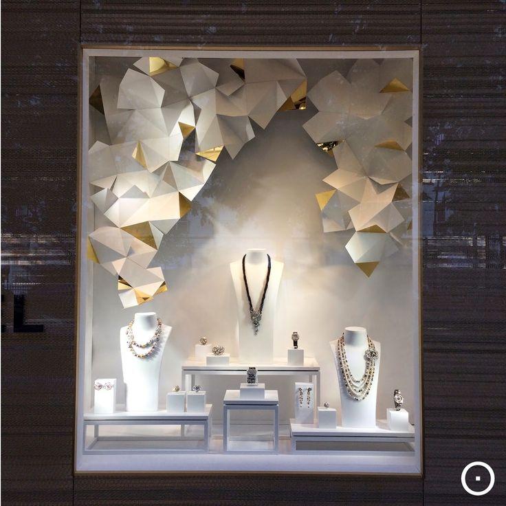 viewOnRetail In Paris, Chanel                                                                                                                                                                                 Más