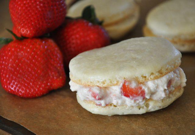 Spring (strawberries & cream) Macaroons!!!