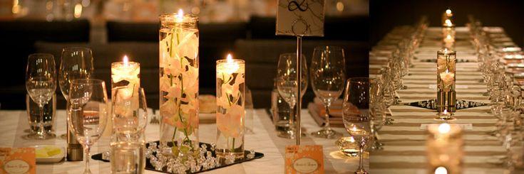 centros de mesa de flores sumergidas con velas flotantes y cuentas ena crilico