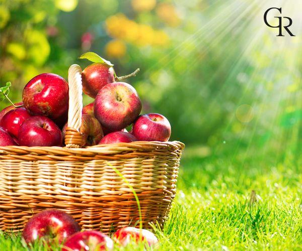 Cildinin sağlıklı ve parlak bir görünüme sahip olması için elma tüketimine özen göstermelisin.