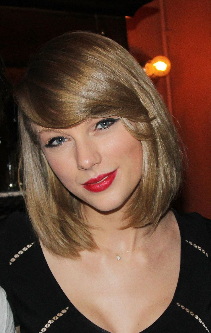 Taylor Swift and her perfect red #lipstick