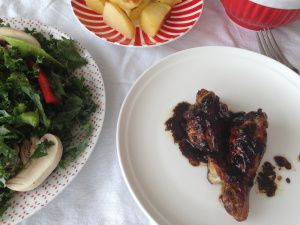 Caramelised chicken wings in pomegranate