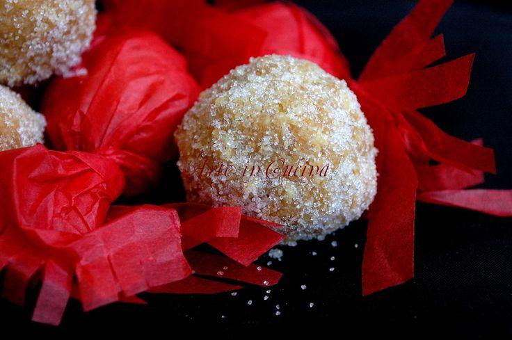Gueffus dolci sardi alle mandorle senza forno
