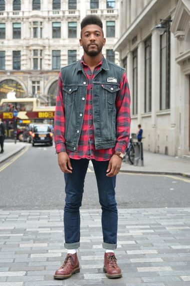 A cool weekend outfit of blue skinny jeans with red check ...