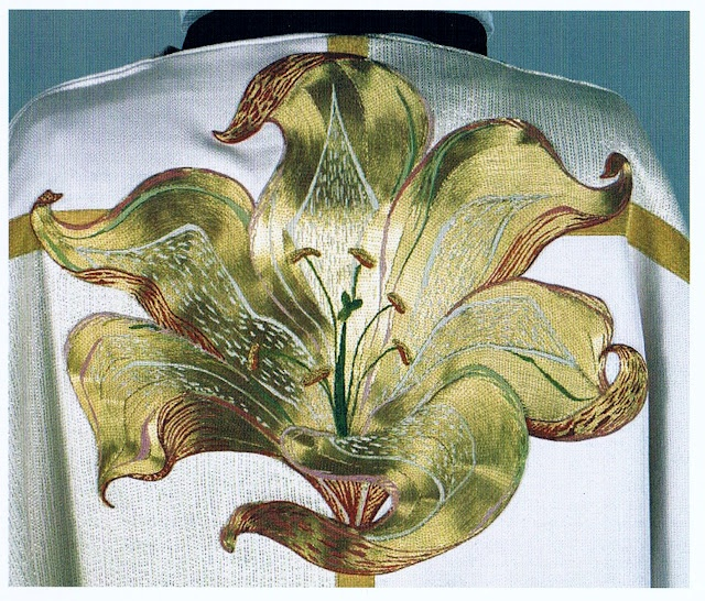 "Goldwork Lily from Anna Scott - love the ""flow"" of the petals and the gold. r…"