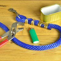 Making your own durable lead ropes for your horse lets you choose the length and colors you want. Make ropes to match your stable, school or team colors or just have a few different colors to suit your mood. A few basic tools and some supplies from your hardware store are all it takes to whip up a simple lead rope in a matter of minutes.
