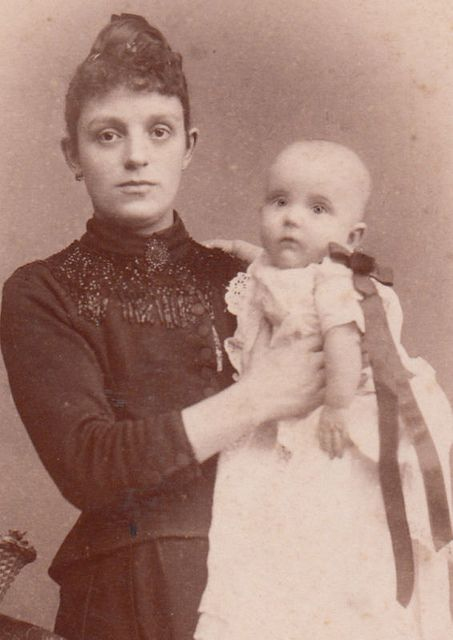Victorian Postmortem photography. Sometimes these are so good I can't tell who is dead.
