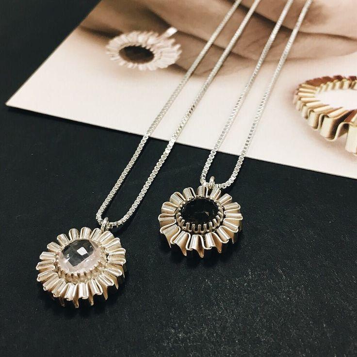 Muizentrap ketting met rookkwarts of rozenkwarts. #muizentrappetjes #ketting #hanger #zilver #handgemaakt #corinarietveld #sieraden #sieradenwebshop #silver #necklace #handmade #pendant #jewelry #jewelrydesign