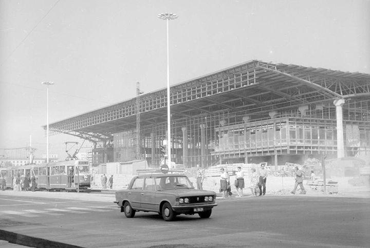 Budowa Dworca Centralnego – zdjęcie ze zbiorów Narodowego Archiwum Cyfrowego, wykonane latem 1975 r.