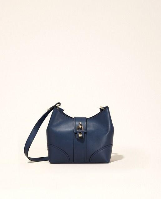 Descubre nuestra colección de bolsos de mujer.  Compra online bolsos de mano, bolsos de fiesta, bandoleras, bolsos pequeños en El Corte Inglés.