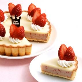 White chocolate and strawberry tart