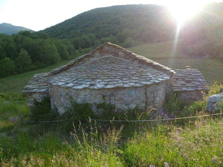 La ermita de San Roque se encuentra en la localidad de Bonansa es una ermita románica construida entre… http://www.rutasconhistoria.es/loc/ermita-de-san-roque