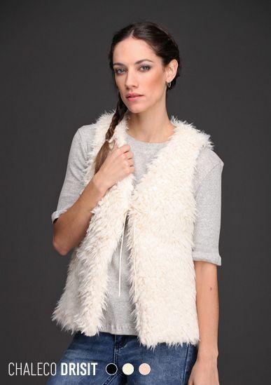 ¡Se vino el frío! Con el Chaleco Drisit es una buena noticia. La mejor manera de abrigarse con estilo y textura. De piel sintética y con tiento de gamuza al tono, este chaleco te invita a innovar con 3 elegantes colores.