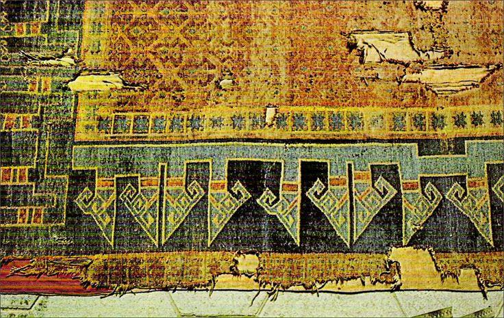 Konya Alaeddin Camiinden gelme Selçuklu halısı (13. Yüzyıl, Konya İstanbul Türk ve İslam Eserleri Müzesi) Bu tip halıların dokunması, 16. yy. başında bırakılmıştır. 15. yy. Anadolu Halıları, Avrupalı ressamların statü kavramının vurgulandığı çoğunlukla da dinsel konuları betimleyen tabloların da çok sık resimlenmiştir. 16. yy. Osmanlı Halıları, Selçuklu Halılarının devamı özelliğindedir. Hayvan motifleri yerine geometrik motifler ile stilize edilmiş bitki motifleri kullanılmıştır.