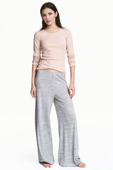Pigiama con maglia e pantaloni Modello