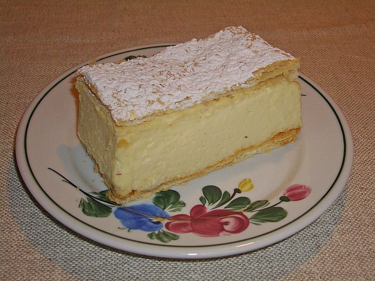 German Cremeschnitten the classic recipe is with filo dough and vanilla cream. It is a classic German pastry and this is a proven German recipe.