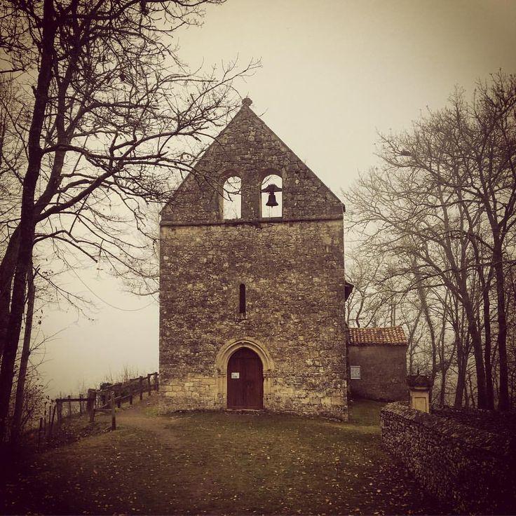 #lalinde #dordogne #church #eglise #saintfront #travel #travelgram #travelpics #spooky #france #perigord #bell