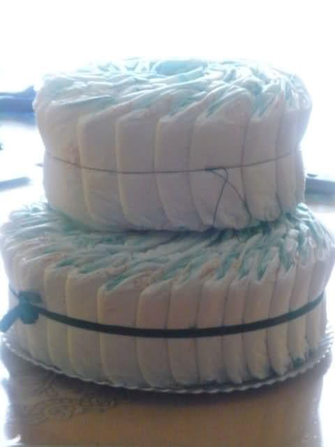 Cómo hacer la tarta de pañales. Base + tubo de rollo de cocina o similar.