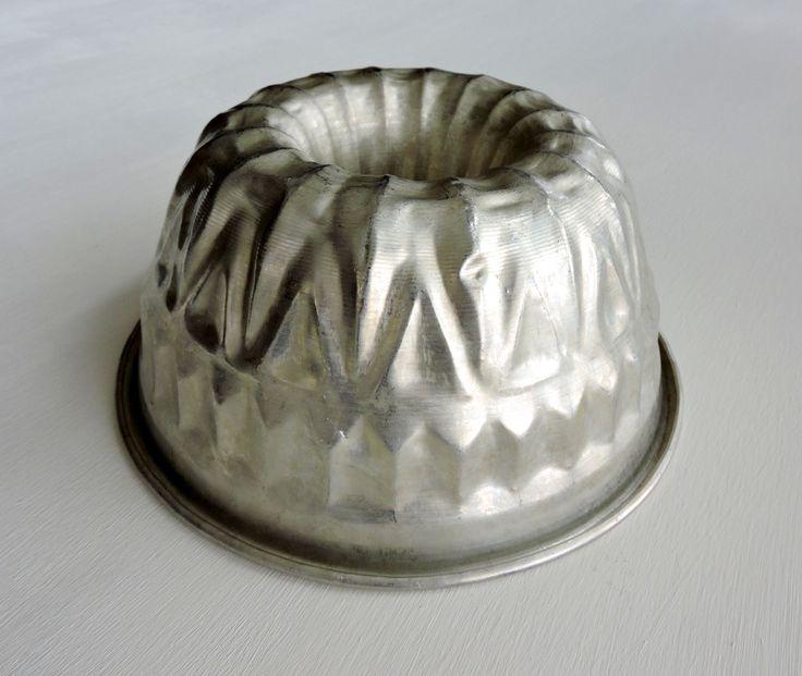 Large Vintage Aluminum Bundt Cake Pan Silver 1950s Mid
