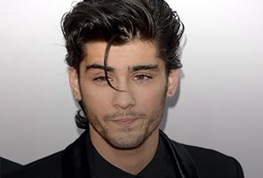 Zayn Malik tarik diri dari konsert jelajah dunia One Direction kerana tertekan  Bintang kumpulan pop dari Britain...