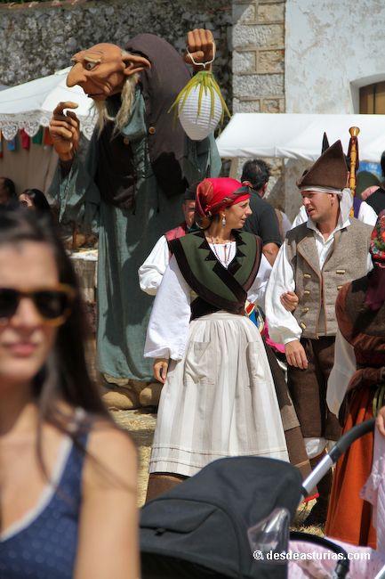 Mercáu Astur de Porrúa Llanes. Fiestas de Asturias. [Más info] http://www.desdeasturias.com/el-mercau-astur-de-porrua/