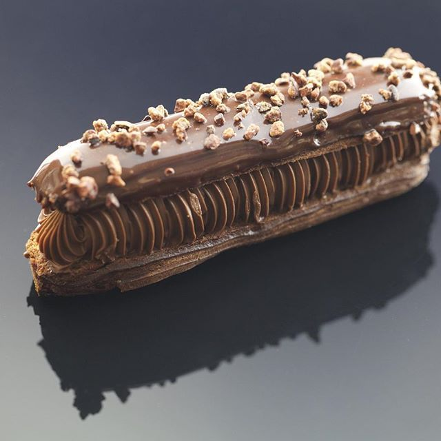 Notre éclair tout chocolat photographié par Delphine Michalak une pure merveille #dessert#gourmandise #patisseries #pastry #foodporn #patisserie bamas#mof#bamas#yummy#food#instafood#foodie#gif #creation #chocolat #  #chocolate #instagood #paris #picsoftheday #cve  #mof #breakfast #crunchy #chocolate#gastronomia#sugar#sucre #eclair#eclairchocolat #delphinemichalak