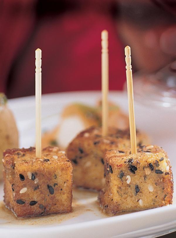 Recette du chef Ricardo. Une recette de tofu à servir en entrée. Une recette aux arômes asiatiques à déguster avec un champagne.