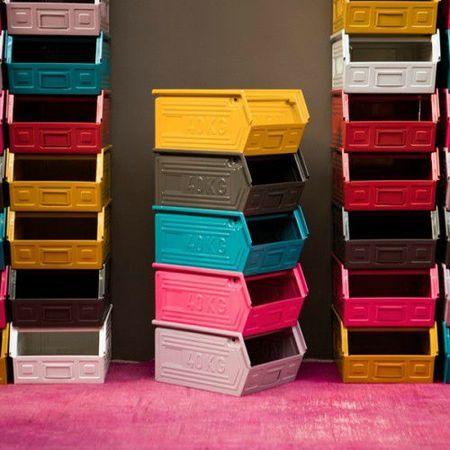 casier-métallique-industriel-serendipity  pour ranger les jouets dans le salon