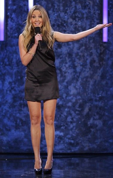 Amanda Bynes Photos Photos - Actress Amanda Bynes speaks during the 2007…