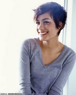 Another cute short haircut 4R. And Shannyn Sossamon is glowing in this
