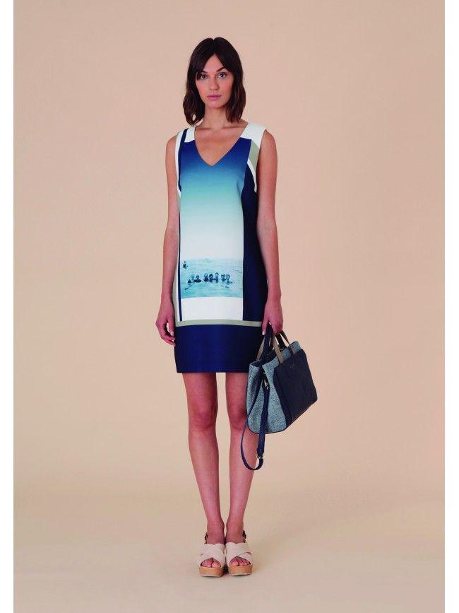 #Vestido corto, hombros anchos, escote acabado en pico con impresión de bañistas. Colección #NiceThings primavera verano 2016.