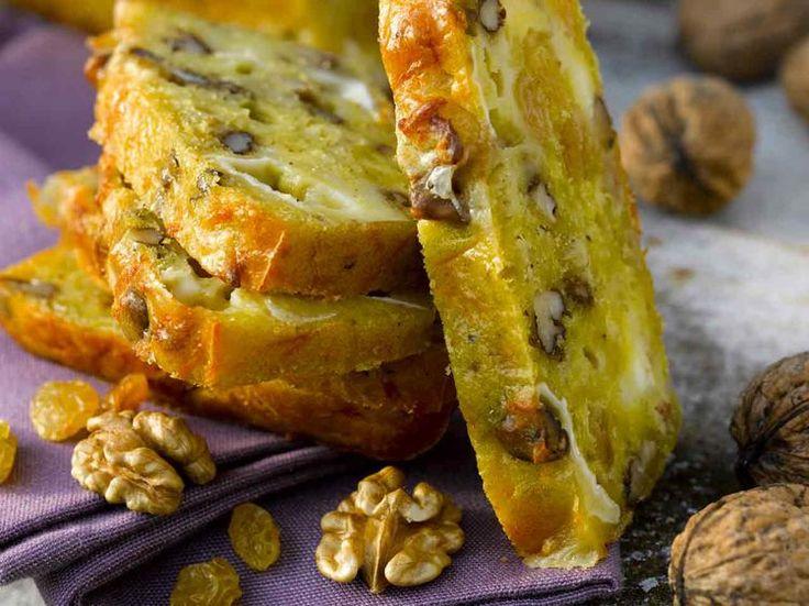 Avec les lectrices reporter de Femme Actuelle, découvrez les recettes de cuisine des internautes : Cake de Sophie au chèvre, aux noix et aux raisins